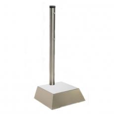 Roska- tai tuhka-astian tolppa betonijalalla